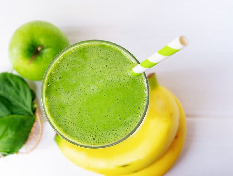 green smoothie with bananas and green apples